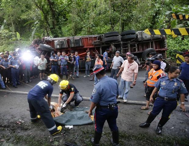 Série de batidas ocorreu em uma rodovia perto de Atimonan (Foto: Bullit Marquez/AP)