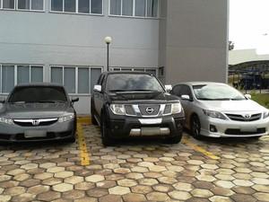 Veículos estavam estacionados em um hotel; dois eram 'batedores' (Foto: Polícia Federal)