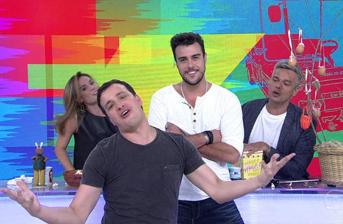 Rafael Cortez canta música de fim de ano da Globo (Foto: TV Globo)