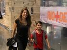 Nívea Stelmann vai ao cinema com o filho Miguel
