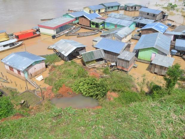 Mais casas correm risco de desabar, segundo o Corpo de Bombeiros