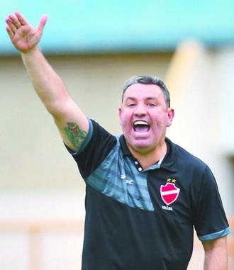 Guilherme Alves, técnico do Vila Nova (Foto: Zuhair Mohamad/O Popular)