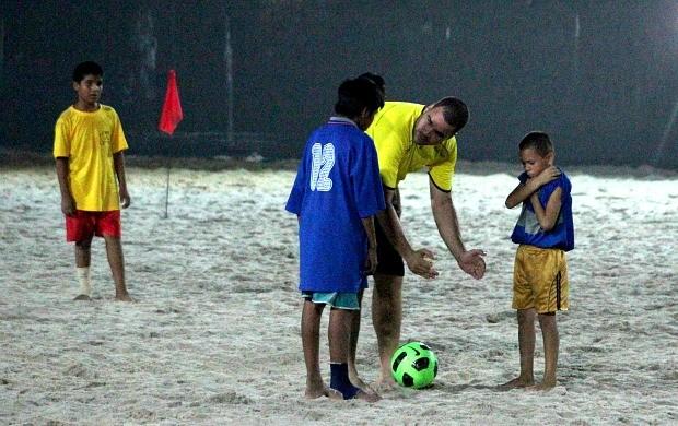 Arbitros de futebol de areia, Manaus (Foto: Frank Cunha / Globoesporte.com)