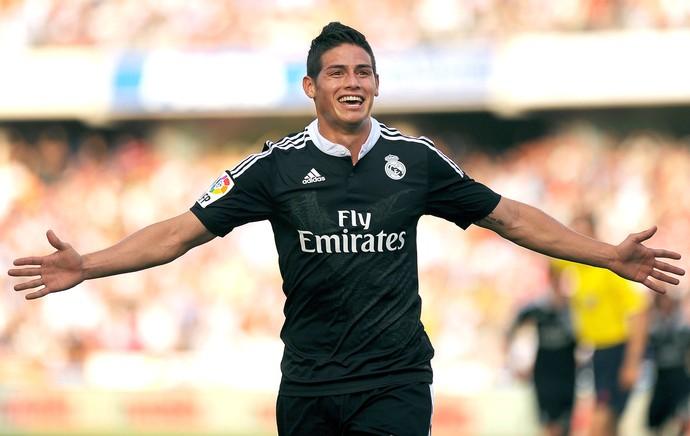 James Rodriguez comemora gol do Real Madrid contra o Granada (Foto: Agência AFP)