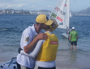 Robert Scheidt troca carinhos com a mulher, Gintare Scheidt (Foto: Thierry Gozzer)