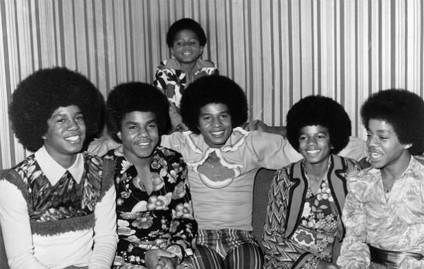 Claro que a família Jackson deve muito a Michael (nesta foto dos anos 70, ele é o quarto da esquerda para a direita). Mas várias outras pessoas do clã brilharam no mundo da música, desde quando começaram, com o Jackson 5, até a atualidade, com uma diva como Janet Jackson. Além disso, os poderosos pai de Michael controlam a propriedade intelectual dos preciosíssimos trabalhos dele. (Foto: Getty Images)