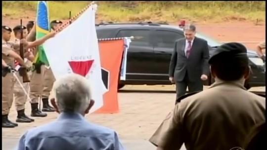 Pimentel entrega viaturas e anuncia recurso para Samu em Divinópolis