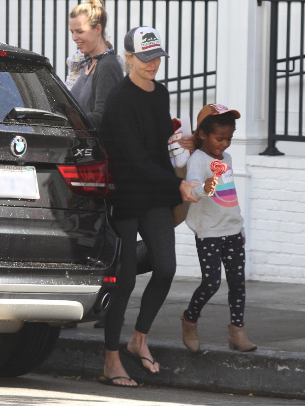 Charlize Theron e o filho, Jackson (Foto: The Grosby Group)