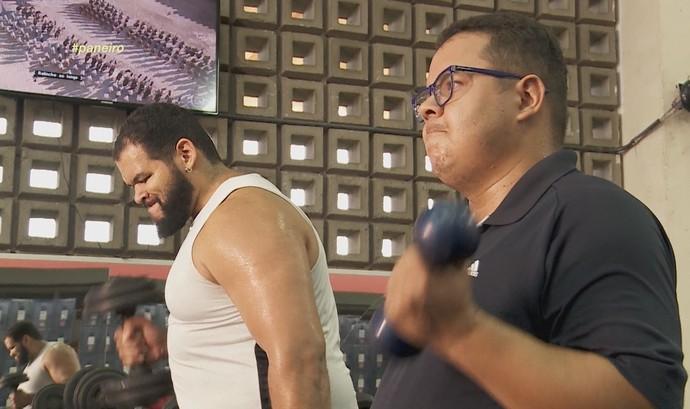 Jorjão Pampolha e Elias Moreira pegam pesado em treino do 'Medida Certa no Paneiro' (Foto: Rede Amazônica)
