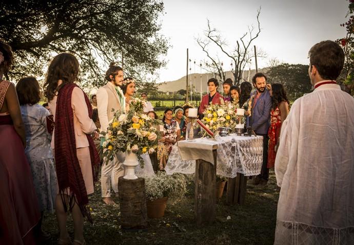 Família e amigos de Olívia e Miguel comemoram com o casal (Foto: Inácio Moraes/ Gshow)