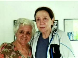 Dona Adolphina tirou foto com Fernanda Montenegro, quando a atriz foi almoçar no restaurante dela (Foto: TV Rio Sul/Reprodução)