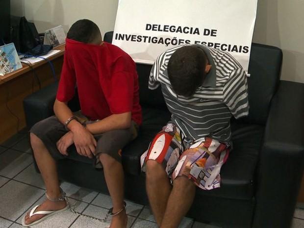Jovens presos em Vila Velha (Foto: Reprodução/ TV Gazeta)