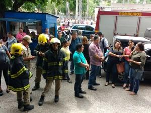 Corpo de Bombeiros foi acionado após registro de tremor (Foto: João Cunha/G1)