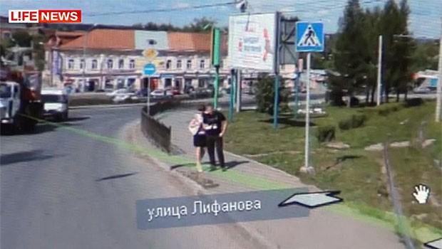 Russa flagrou noivo com outra mulher em imagem do Google Street View (Foto: Reprodução)