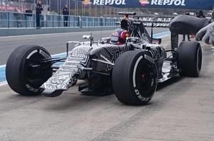 RBR manda Daniil Kvyat à pista sem a asa dianteira (Foto: Reprodução/Twitter)