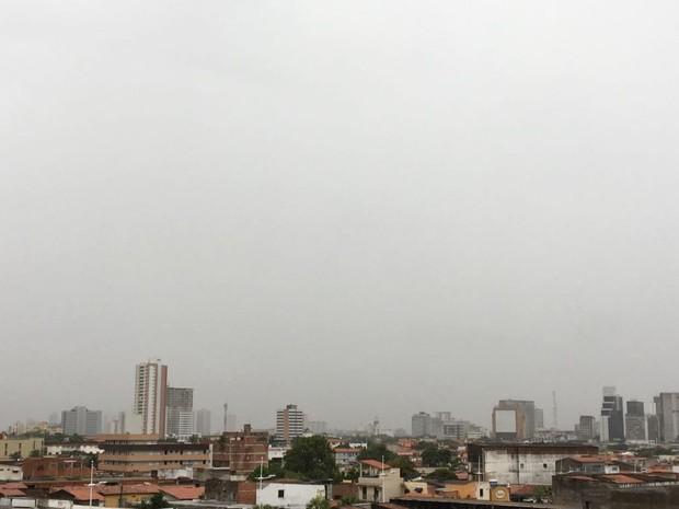 Sábado começa chuvoso em Fortaleza; desde sexta, chove em mais de 40 cidades no Ceará  (Foto: Viviane Sobral/G1)
