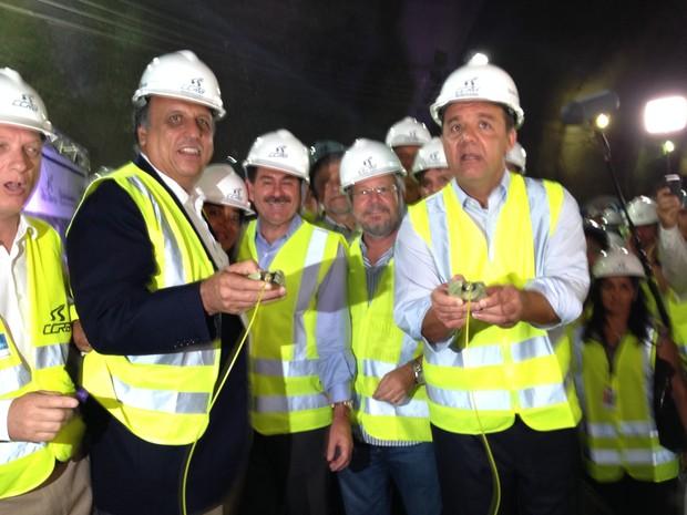 Governador Sergio Cabral esteve presente na finalização da obra  (Foto: Renata Soares / G1)