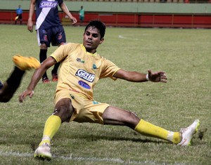 Adriano, volante do Náuas (Foto: João Paulo Maia)