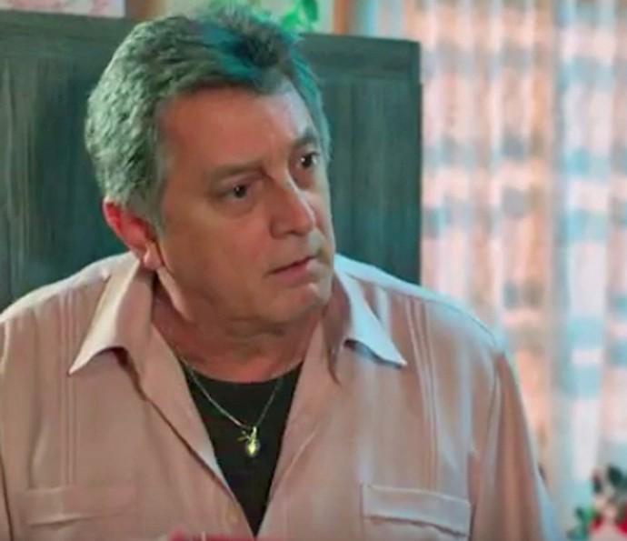 Jorge descobre que Luciana já teve a sua primeira vez (Foto: TV Globo)