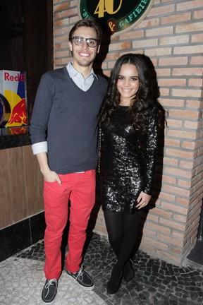Carol Macedo com o namorado, Lucas, em inauguração de casa de shows em São Paulo (Foto: Paduardo/ Ag. News)
