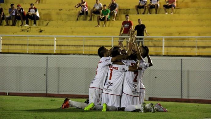 Jogadores do Rio Branco comemoram gol na final no Florestão (Foto: João Paulo Maia)