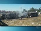 Ônibus são incendiados dentro de pátio de empresa em Suzano