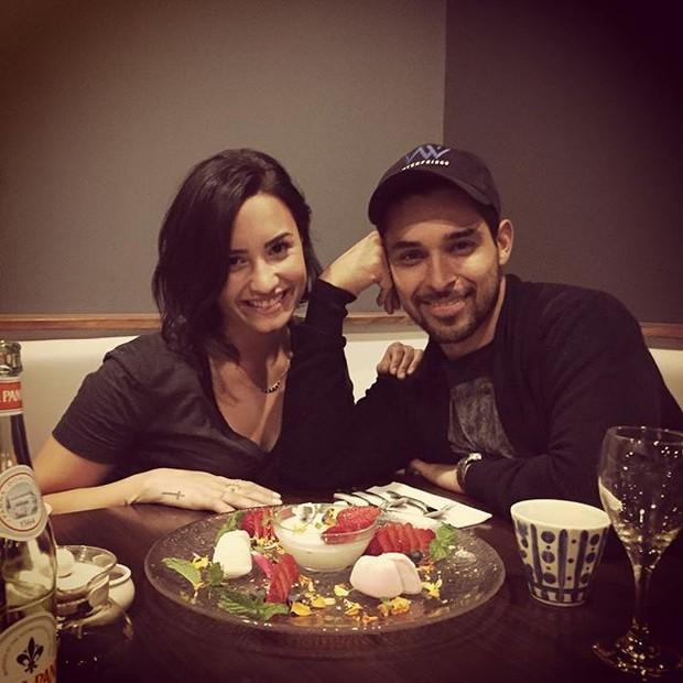 Demi Lovato comemora aniversário com o namorado, Wilmer Valderrama (Foto: Instagram/ Reprodução)