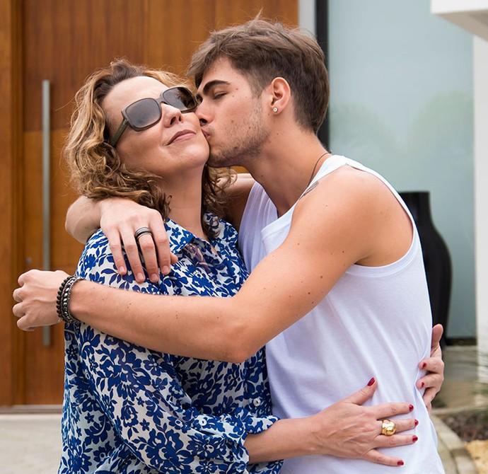 Ana Beatriz Nogueira viverá mã de Léo Régis em Rock Story, papel de Rafael Vitti (Foto: Globo/César Alves)