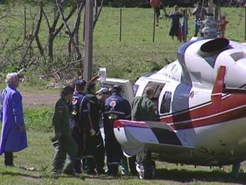 Ferido em incêndio em empresa de Montenegro, RS, é levado em helicóptero. (Foto: Reprodução/RBS TV)