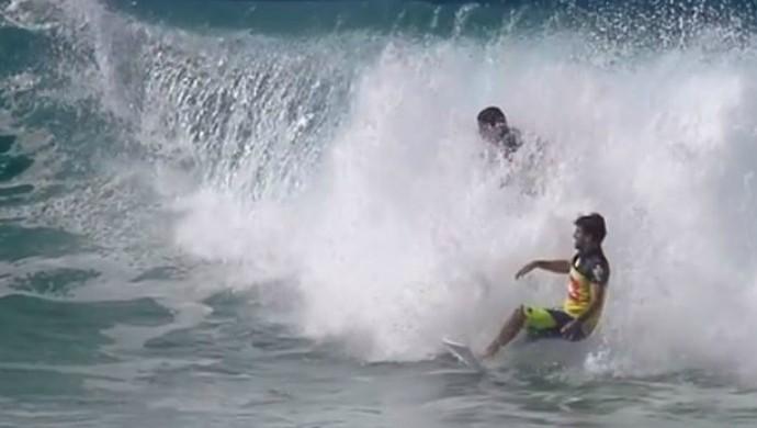 mineirinho e jeremy flores wct gold coast interferência surfe (Foto: Reprodução/ASP)