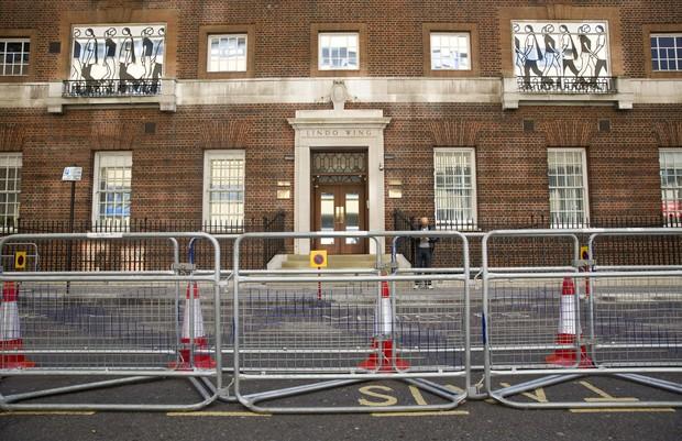 Hospital St Mary em Londres (Foto: AFP)
