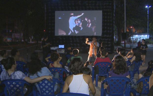 Evento ocorre há 11 em Macapá e leva cinema para praça pública (Foto: Amapá TV)