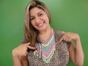 Adriana Leite e suas bijus (Foto: Divulgação/TV Gazeta)