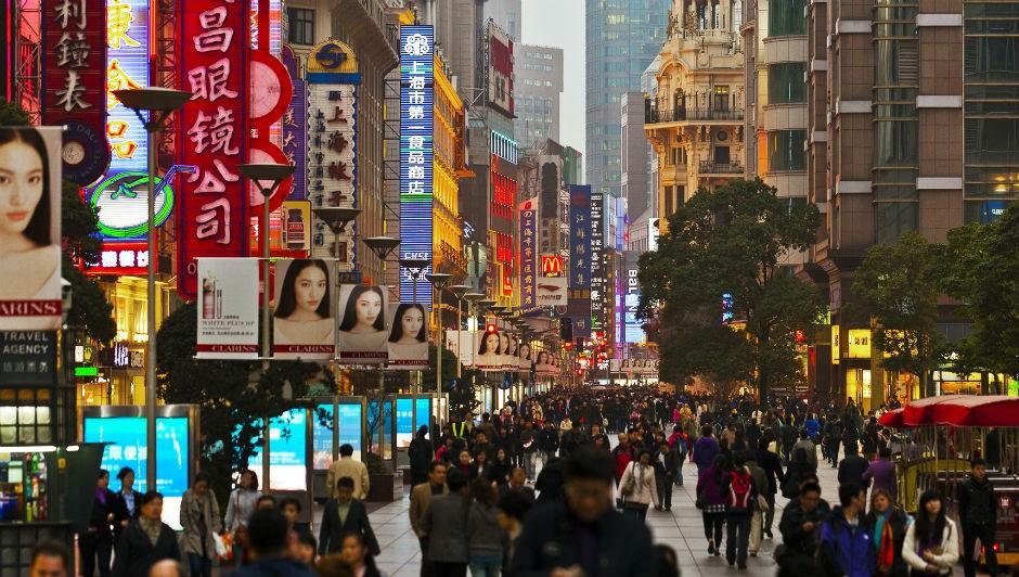 Rua de Xangai, na China. A Didi opera em 400 cidades do país e possui cerca de 400 milhões de usuários (Foto: Mgmoscatello / Wikimedia Commons)