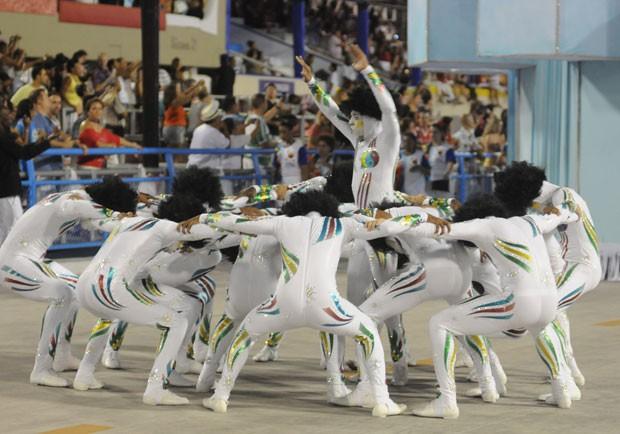 Coreografia da comissão da Inocentes é do professor de dança de salão Patrick Carvalho (Foto: Alexandre Durão/G1)