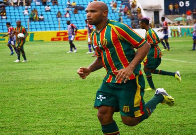 Paulo Sérgio marcou o gol de empate do Sampaio e rebateu Gilberto Gaúcho (Foto: Biné Morais/O Estado)