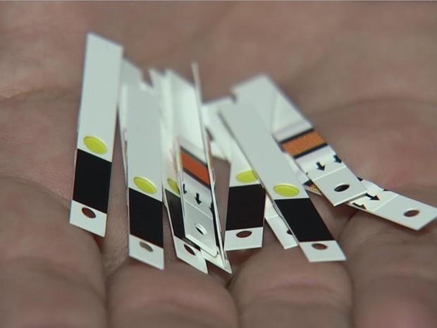 Fitinhas são usadas para medir o nível de diabete (Foto: Reprodução/TV TEM)