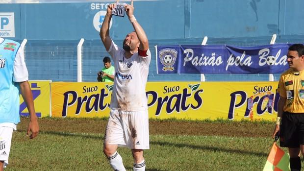 Atacante Rodrigo Gral comemora gol pelo Operário-MS