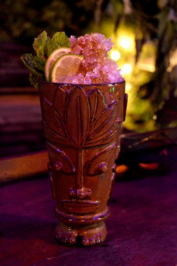 Aprenda a preparar o drink tiki ango tendncia na coquetelaria gq o tiki ango drink assinado por matheus cunha foto divulgao stopboris Images