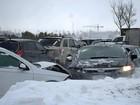 Tempestade de neve provoca colisão de 100 veículos no Canadá
