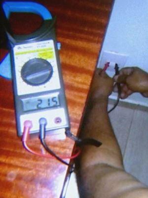 Eletricista registrou voltagem alta em Ribeirão Preto (Foto: Reprodução / EPTV)