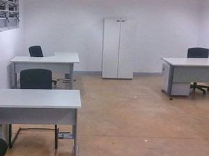 Um dos espaços do estádio Mané Garrincha que será usado como sala de secretaria do GDF (Foto: Mateus Rodrigues/G1)