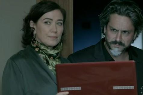 Lilia Cabral e Alexandre Nero em cena de 'Império' (Foto: Reprodução)