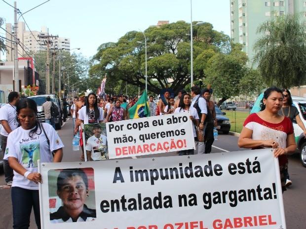 Indígenas protestam por Justiça e demarcação de terras em MS (Foto: Glaucea Vaccari/G1 MS)