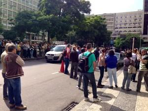 Ato dos servidores ocupava uma faixa da Avenida Franklin Roosevelt, no Centro do Rio, em torno de 11h40 desta terça-feira (3). (Foto: Cristiane Cardoso / G1)