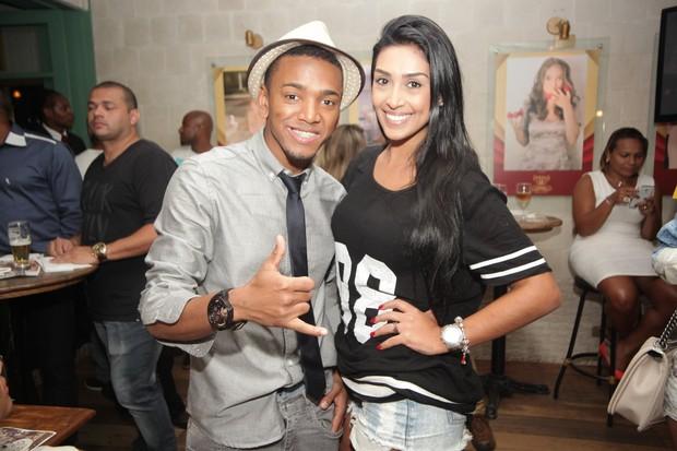 Nego do Borel e ex-BBB Amanda em restaurante na Zona Oeste do Rio (Foto: Dudu Fotógrafo/ Divulgação)