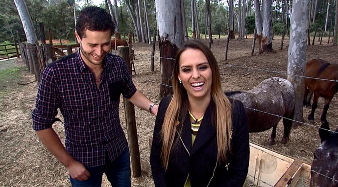 Pedro e Aline caem na risada durante gravação para o Mais Caminhos  (Foto: reprodução EPTV)