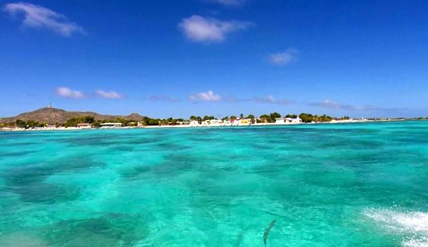Águas límpidas são marca do cenário paradisíaco de Los Roque (Foto: Reprodução / EPTV)