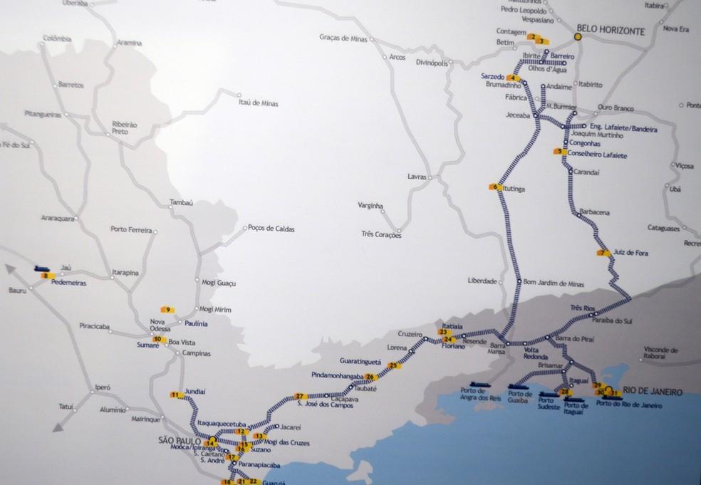 Mapa mostra caminho (em azul) que café percorreria por trem até portos (Foto: Lucas Soares)