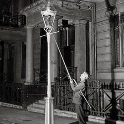 O acendedor de lampiões (Foto: Arquivo Google)